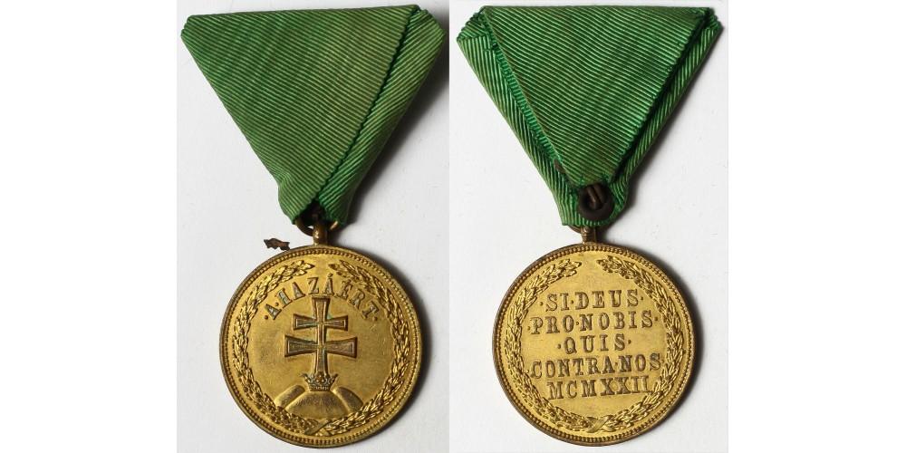Magyar Bronz Érdemérem zöld szalagon