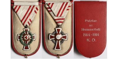 Vöröskereszt Díszjelvényének II. osztálya hadidíszítménnyel, dobozában