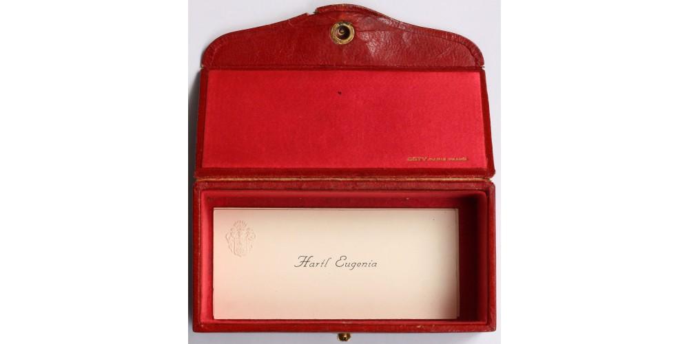 Antik párizsi ékszeres doboz benne nemesi monogramos rátét, névjegyek